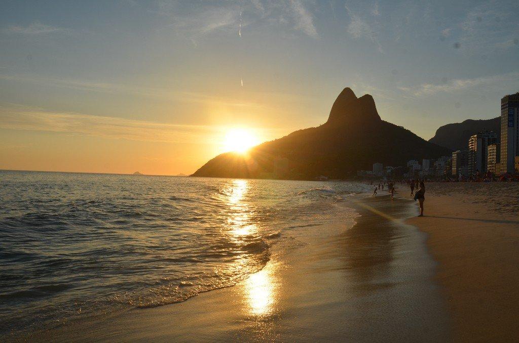 leblon-beach-sunset
